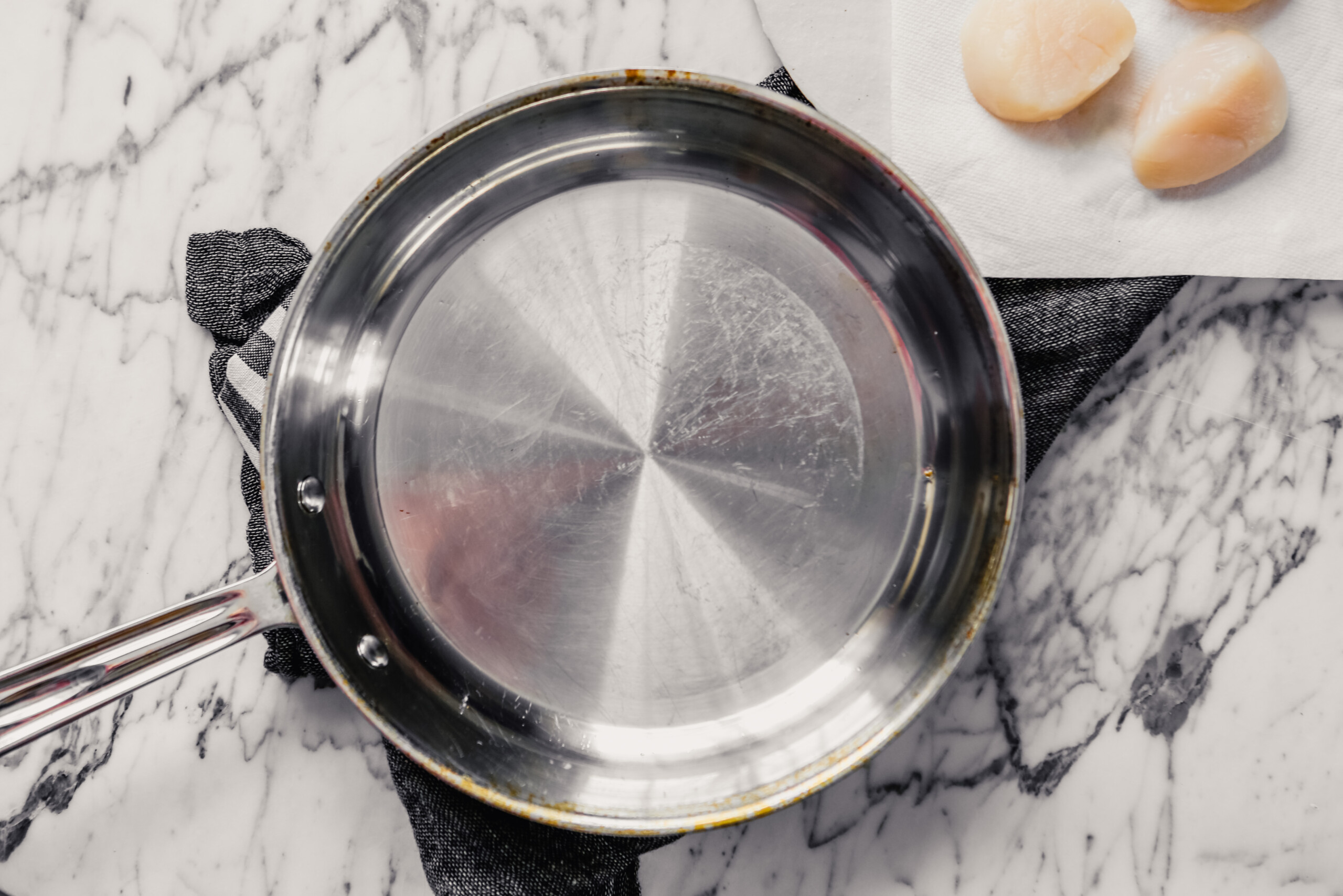 Photograph of a skillet with neutral oil